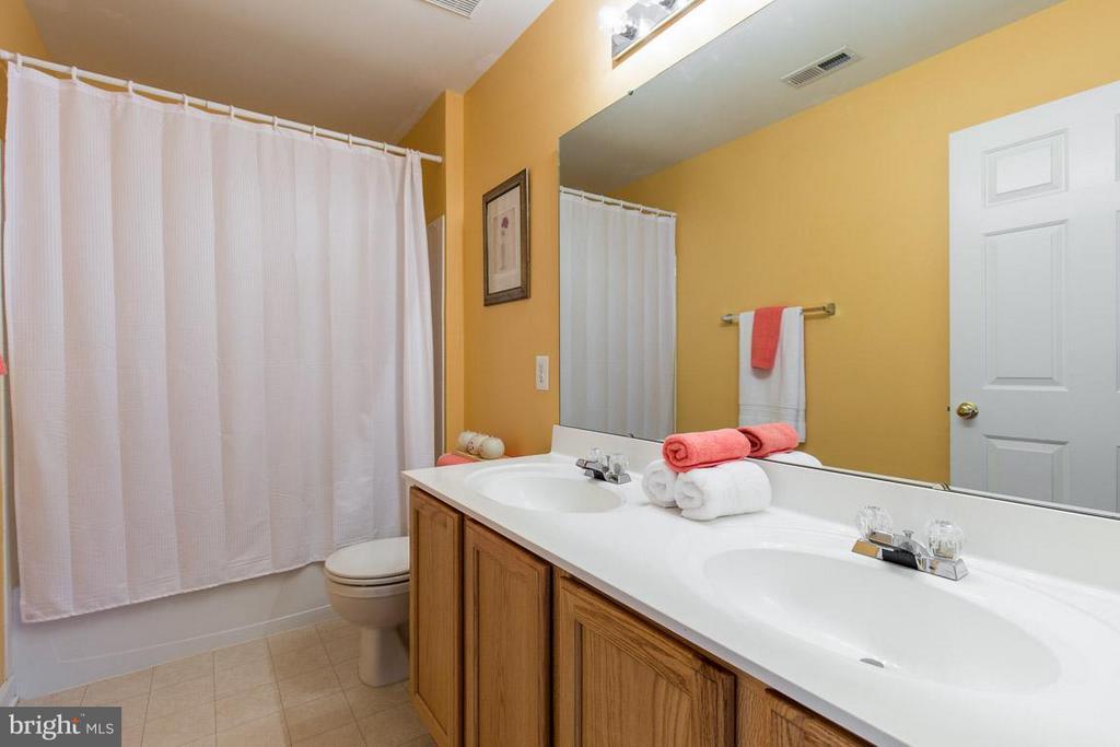 Upper Level Bathroom - 14832 LINKS POND CIR, GAINESVILLE