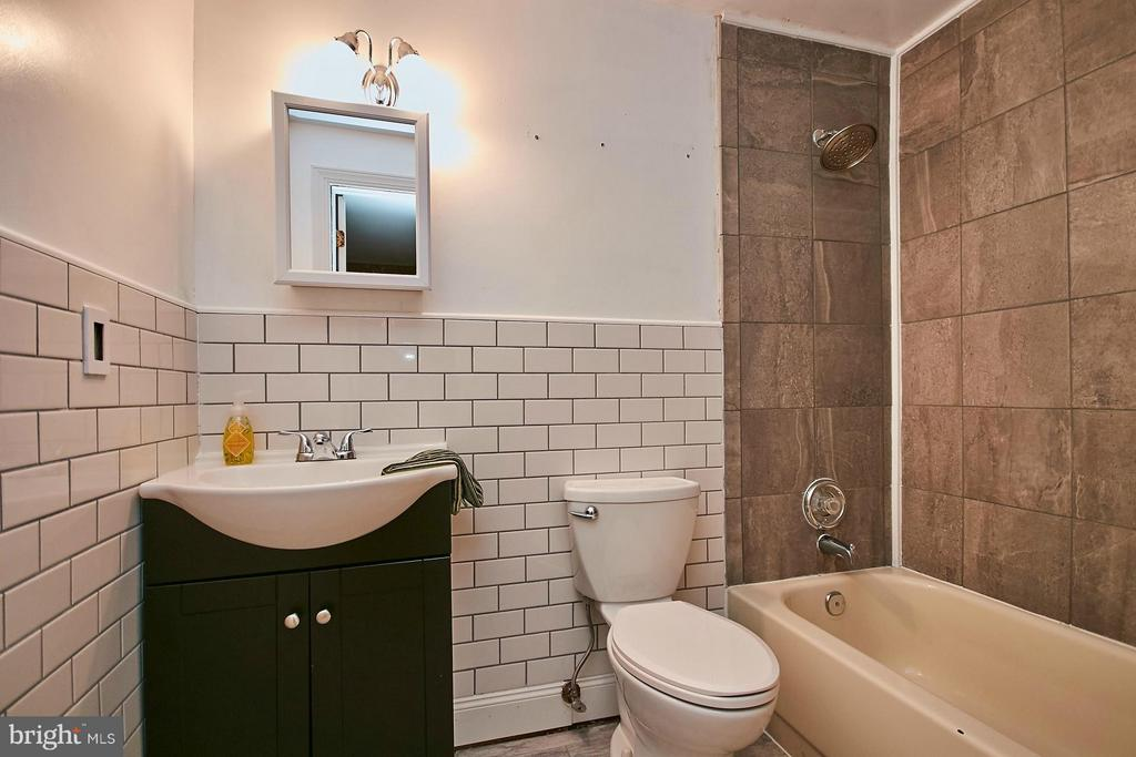 Full Bath in the lower level - 8657 POINT OF WOODS DR, MANASSAS
