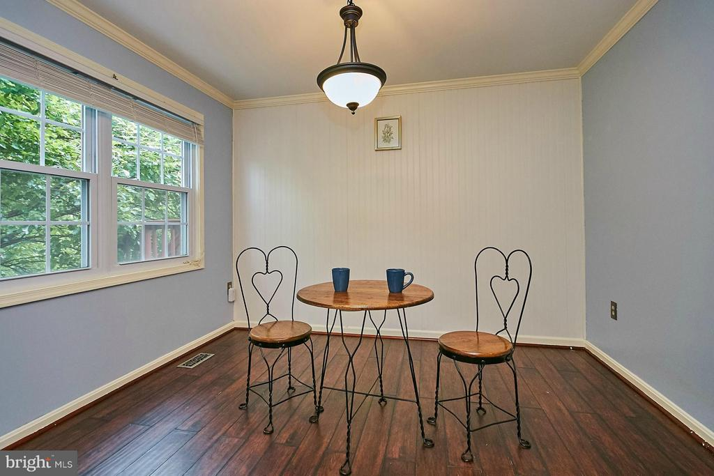 Breakfast area/dining room - 8657 POINT OF WOODS DR, MANASSAS