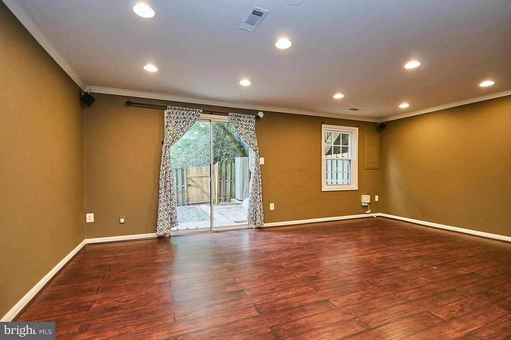 Recreation room with rear yard access - 8657 POINT OF WOODS DR, MANASSAS