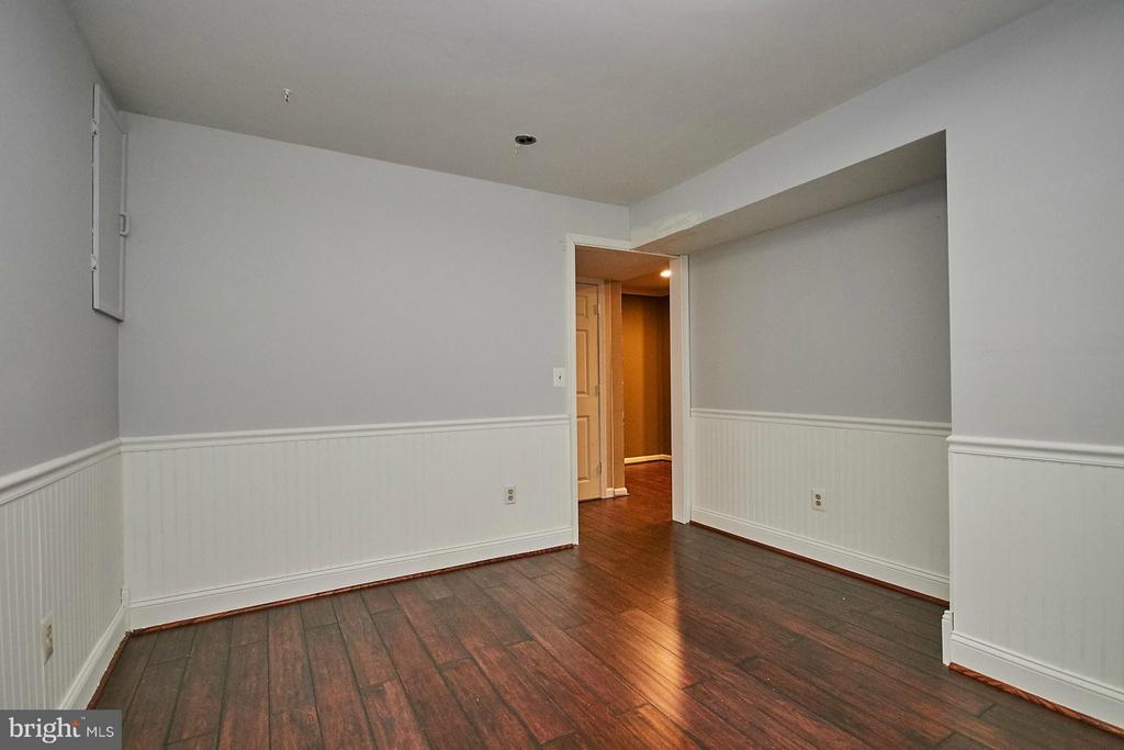 Lower level bedroom/den - 8657 POINT OF WOODS DR, MANASSAS