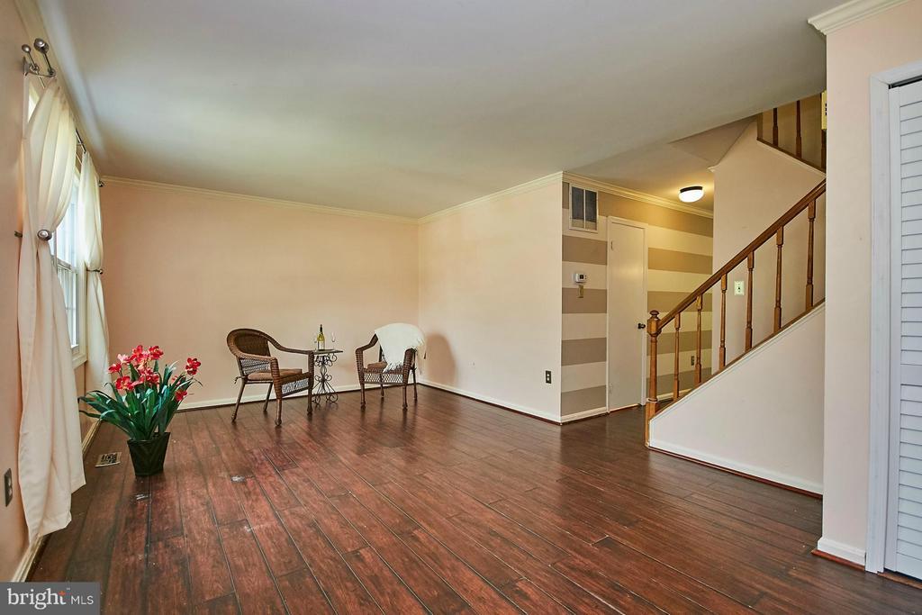 Living Room - 8657 POINT OF WOODS DR, MANASSAS