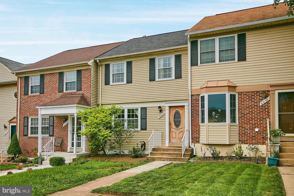 Exterior (Front) - 8657 POINT OF WOODS DR, MANASSAS