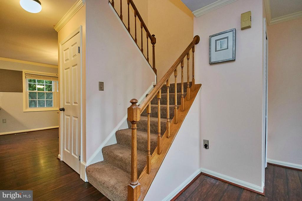 Stairs to upper level - 8657 POINT OF WOODS DR, MANASSAS