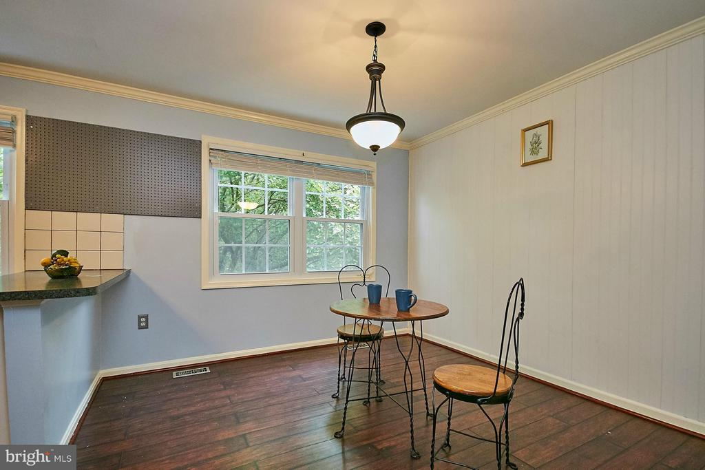 Breakfast area/dining area - 8657 POINT OF WOODS DR, MANASSAS