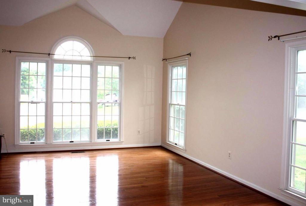 Living Room - 46437 ESTERBROOK CIR, STERLING