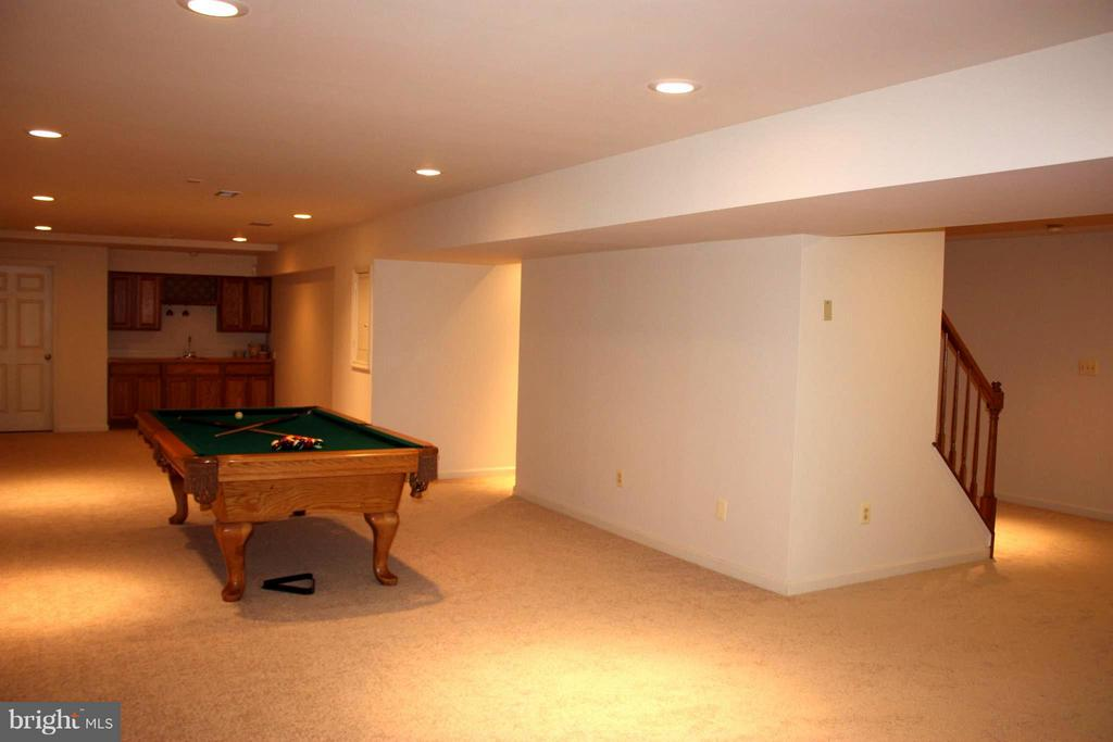Spacious basement w/new carpet and recessed lights - 46437 ESTERBROOK CIR, STERLING