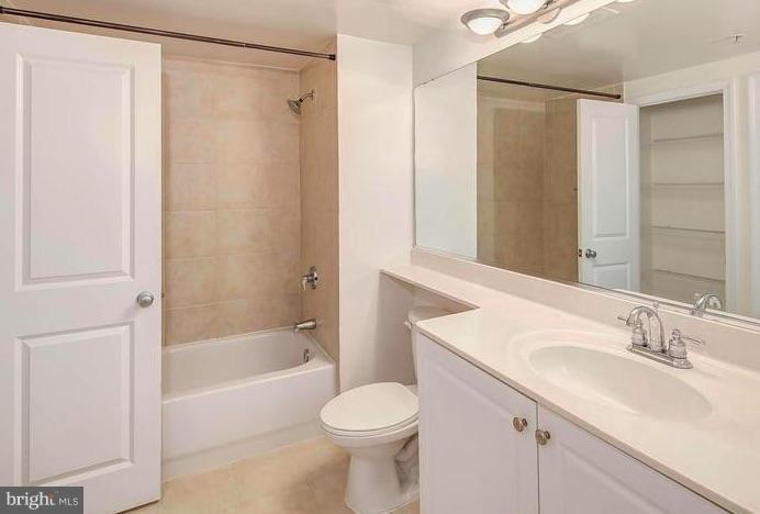 Bath - 851 N GLEBE RD #1707, ARLINGTON