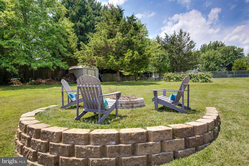 View Fire Pit - 11816 CLARENCE DR, FREDERICKSBURG