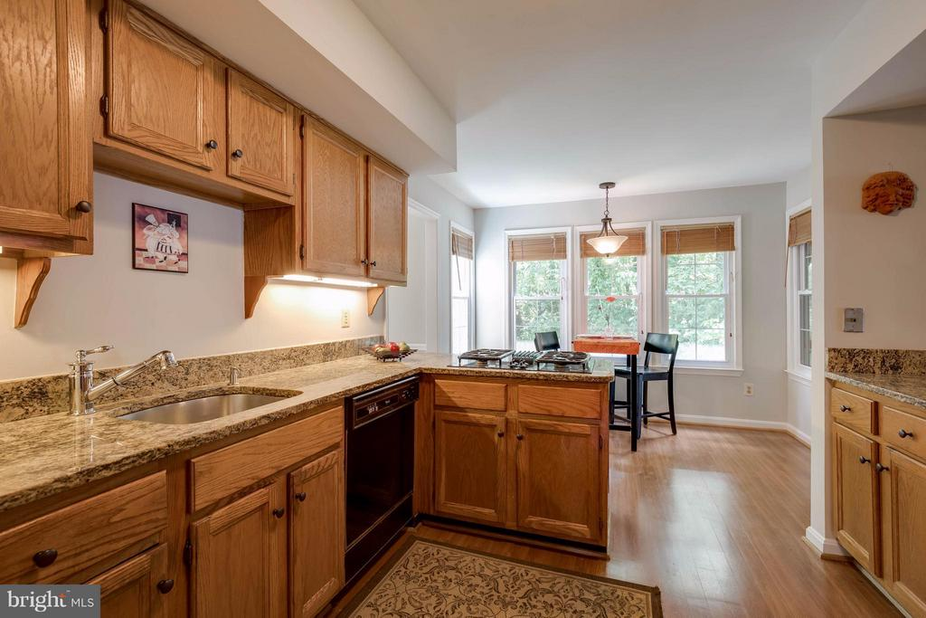 Kitchen with granite counters - 12029 SUGARLAND VALLEY DR, HERNDON