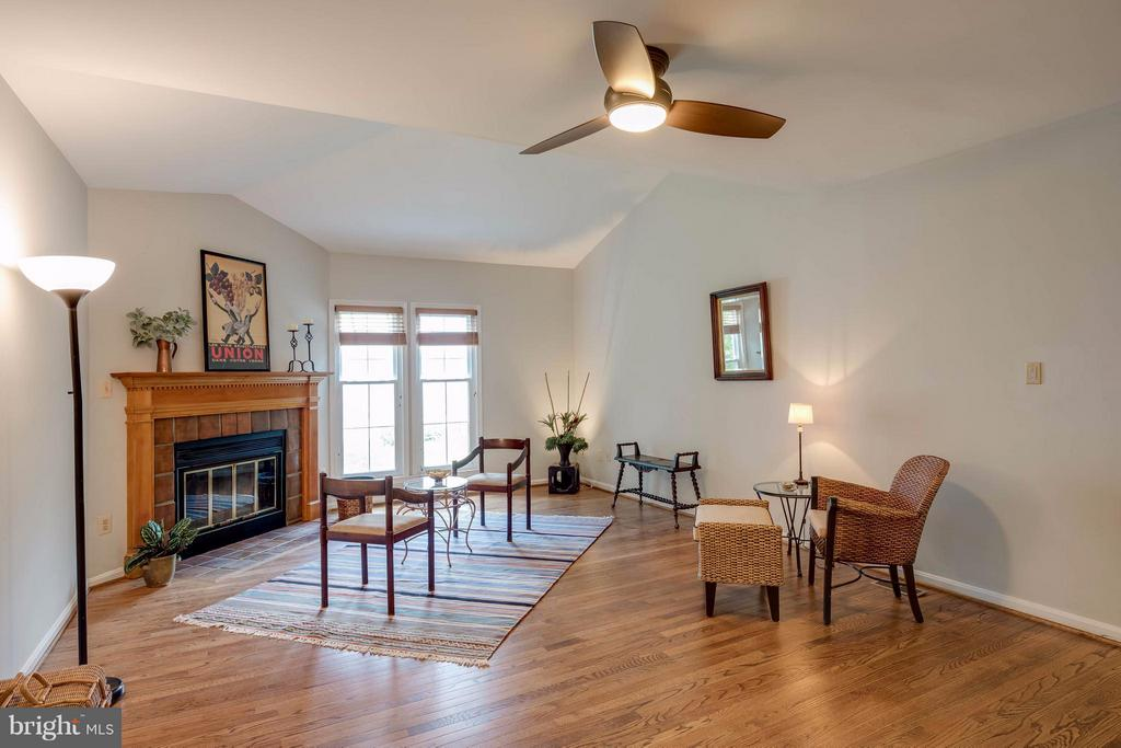 Family Room  with vaulted ceiling - 12029 SUGARLAND VALLEY DR, HERNDON