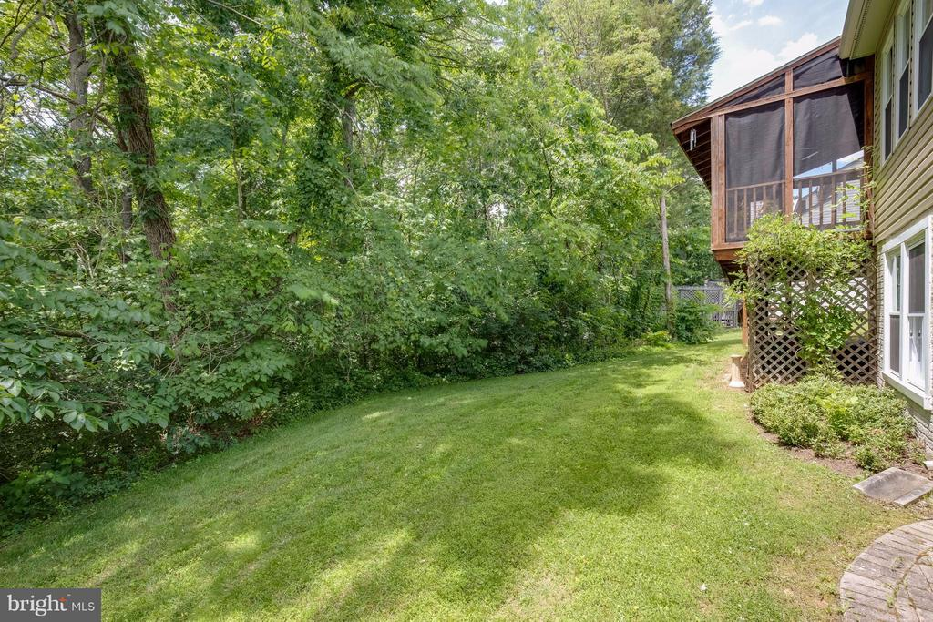 Private and serene setting - 12029 SUGARLAND VALLEY DR, HERNDON