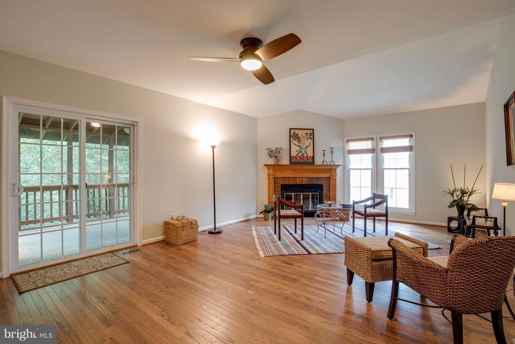 Family Room is spacious & yet cozy - 12029 SUGARLAND VALLEY DR, HERNDON