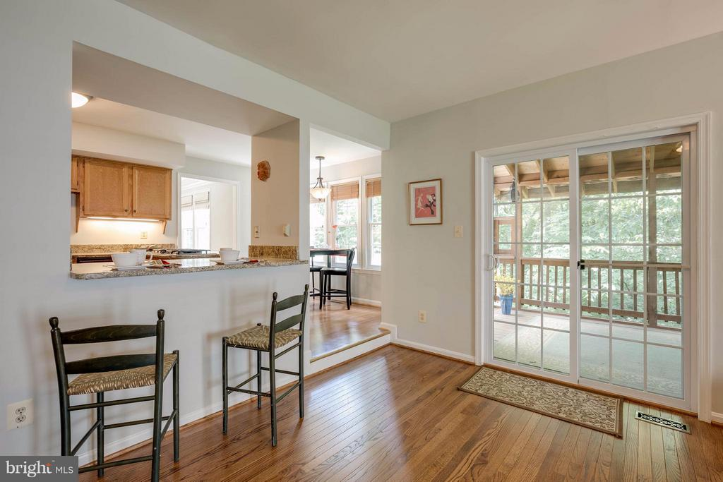 SGD goes to screened porch & back yard - 12029 SUGARLAND VALLEY DR, HERNDON