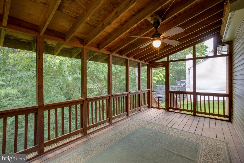 Screened Porch has steps to yard - 12029 SUGARLAND VALLEY DR, HERNDON