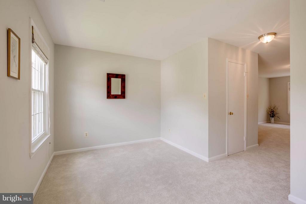 Master Bedroom sitting room - 12029 SUGARLAND VALLEY DR, HERNDON