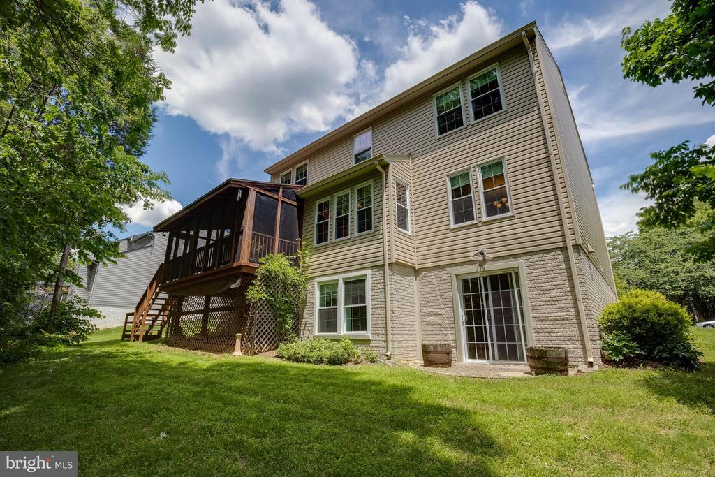 A special home & great location - 12029 SUGARLAND VALLEY DR, HERNDON