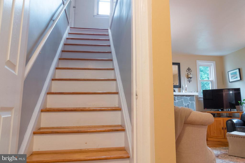 Stairs leading to master bedroom - 6701 JEFFERSON AVE, FALLS CHURCH