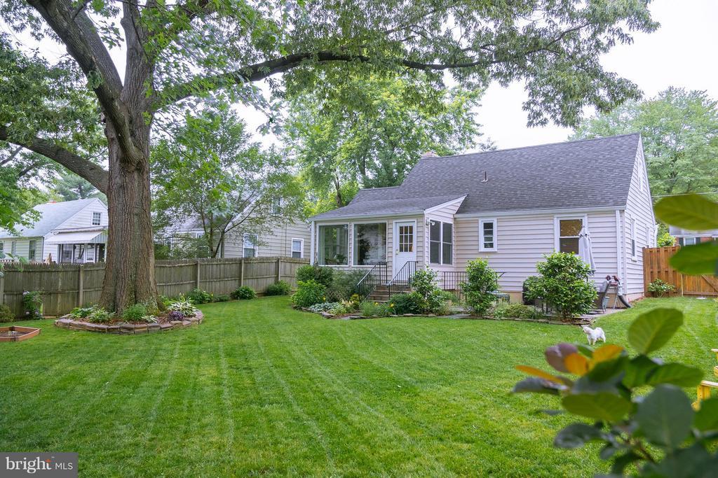 Beautiful large flat backyard - 6701 JEFFERSON AVE, FALLS CHURCH