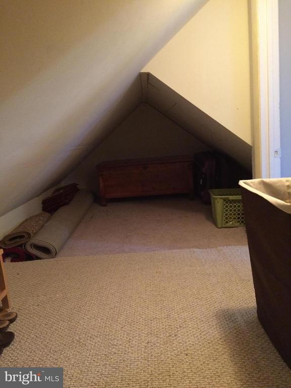more storage off master bedroom - 6701 JEFFERSON AVE, FALLS CHURCH