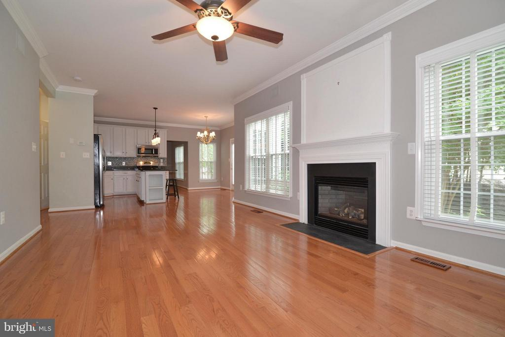 Hardwoods throughout lower level w/gas fireplace - 611 MARSHALL DR NE, LEESBURG