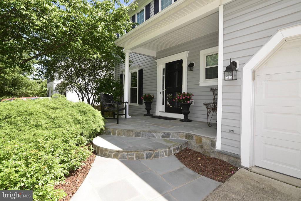 Gorgeous custom built flagstone front porch - 611 MARSHALL DR NE, LEESBURG