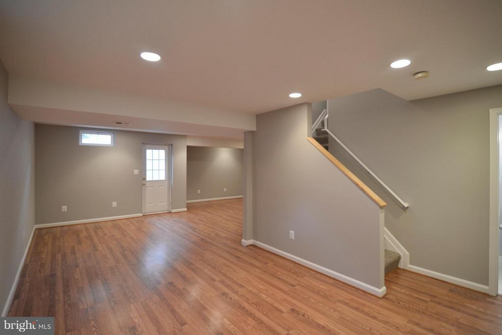 Fully finished walk-out basement - 611 MARSHALL DR NE, LEESBURG