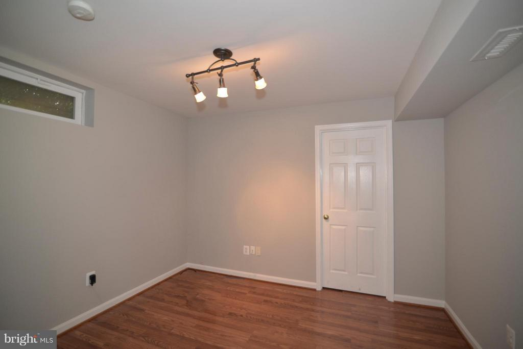 Separate room in basement - perfect for an office! - 611 MARSHALL DR NE, LEESBURG