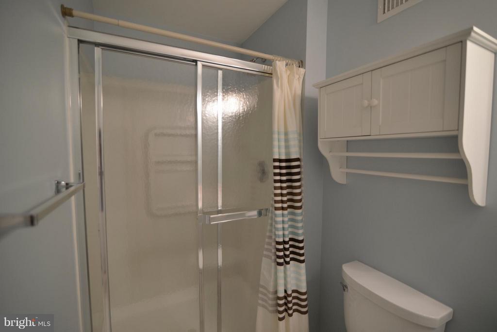 Full bath in basement - 611 MARSHALL DR NE, LEESBURG
