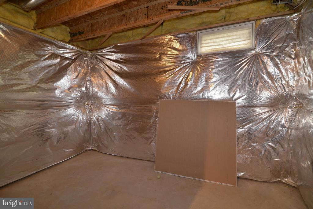 Ample storage area! - 611 MARSHALL DR NE, LEESBURG