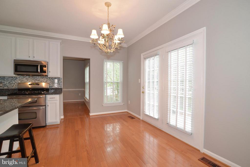 Breakfast nook with french doors to back porch - 611 MARSHALL DR NE, LEESBURG