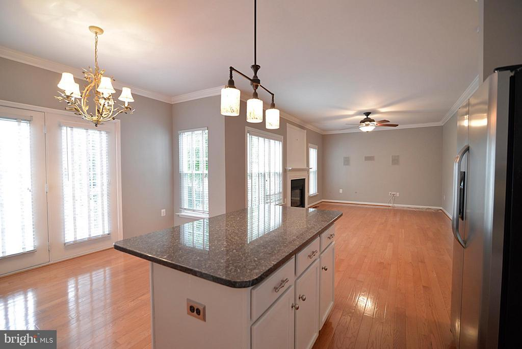 Kitchen flows into family room - 611 MARSHALL DR NE, LEESBURG