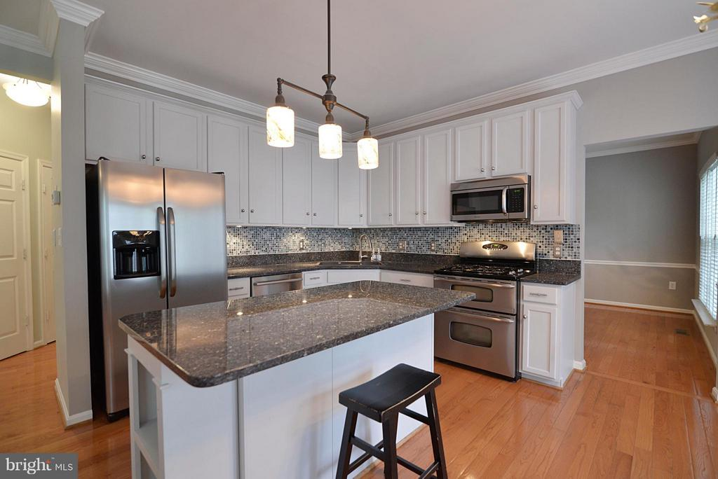 All stainless steel appliances in kitchen - 611 MARSHALL DR NE, LEESBURG