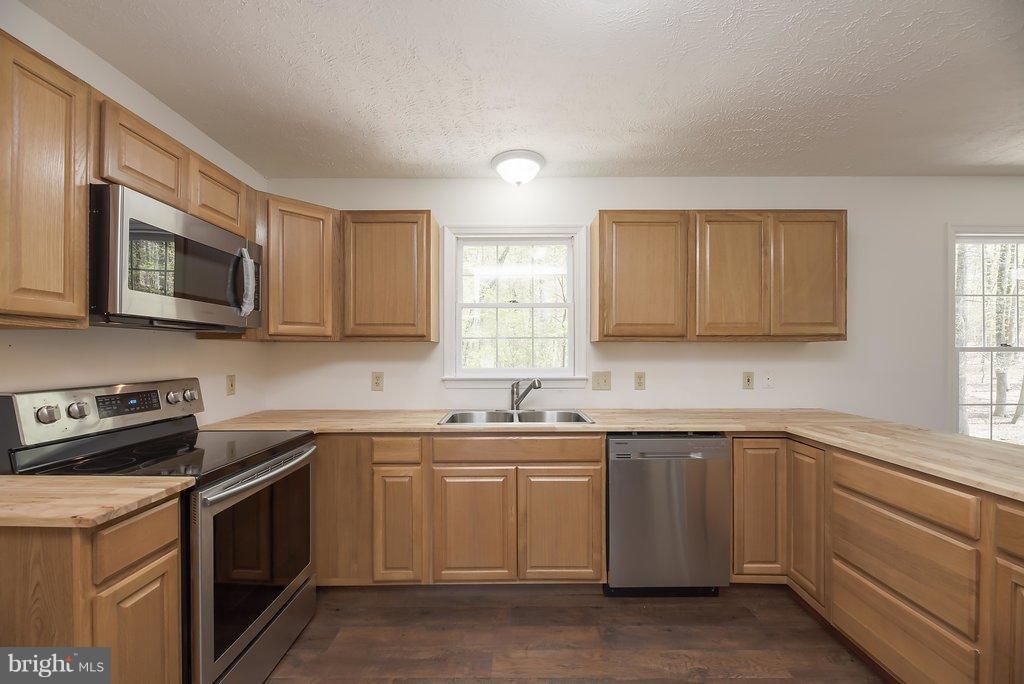 Kitchen - 10601 SUMAC CT, FREDERICKSBURG