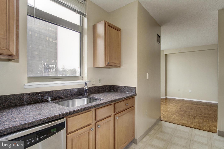 Additional photo for property listing at 7111 Woodmont Ave #418 7111 Woodmont Ave #418 Bethesda, Maryland 20815 United States