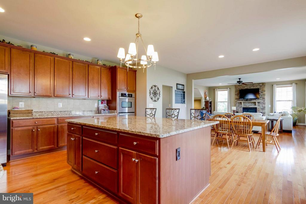 Kitchen to Family Room - 15300 MARIBELLE PL, WOODBRIDGE