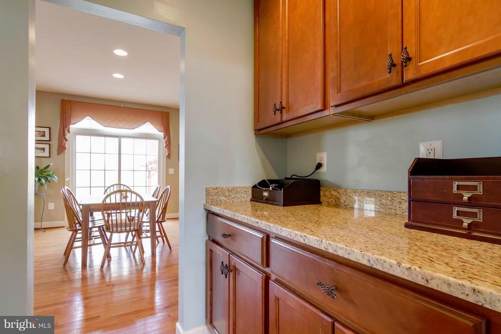 Butler's Pantry - 15300 MARIBELLE PL, WOODBRIDGE