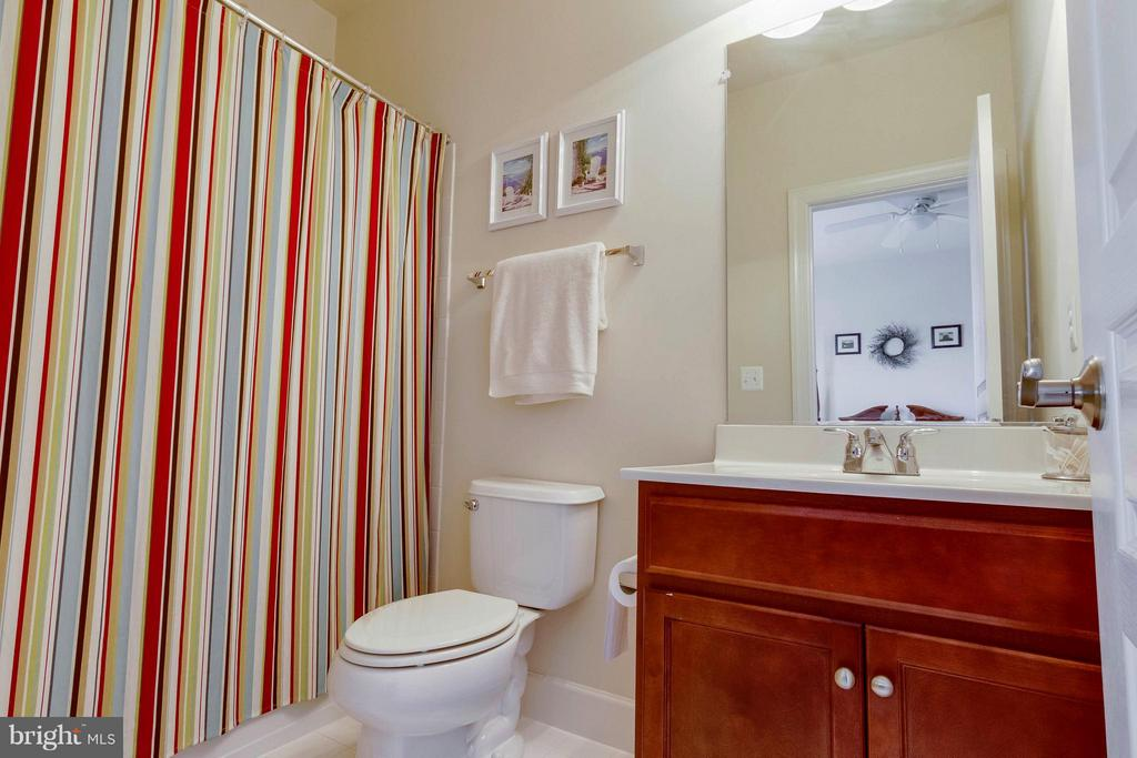2nd Master Bath - 15300 MARIBELLE PL, WOODBRIDGE
