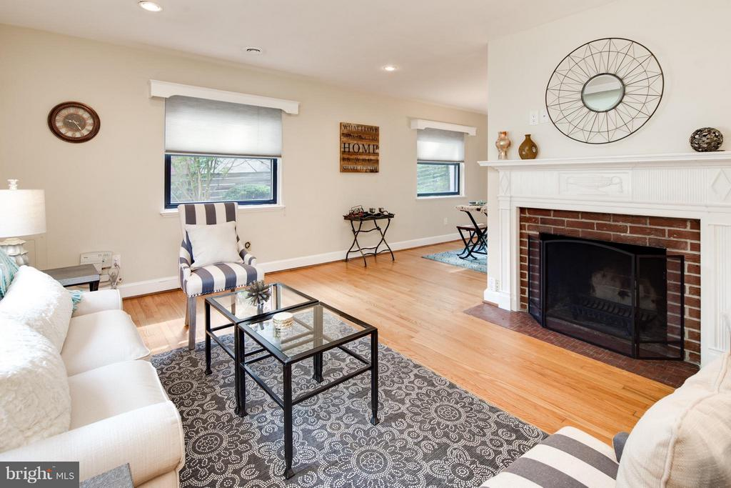 Living Room w/ Hardwood Flooring / Recessed Lites - 6818 WILLIAMSBURG BLVD, ARLINGTON