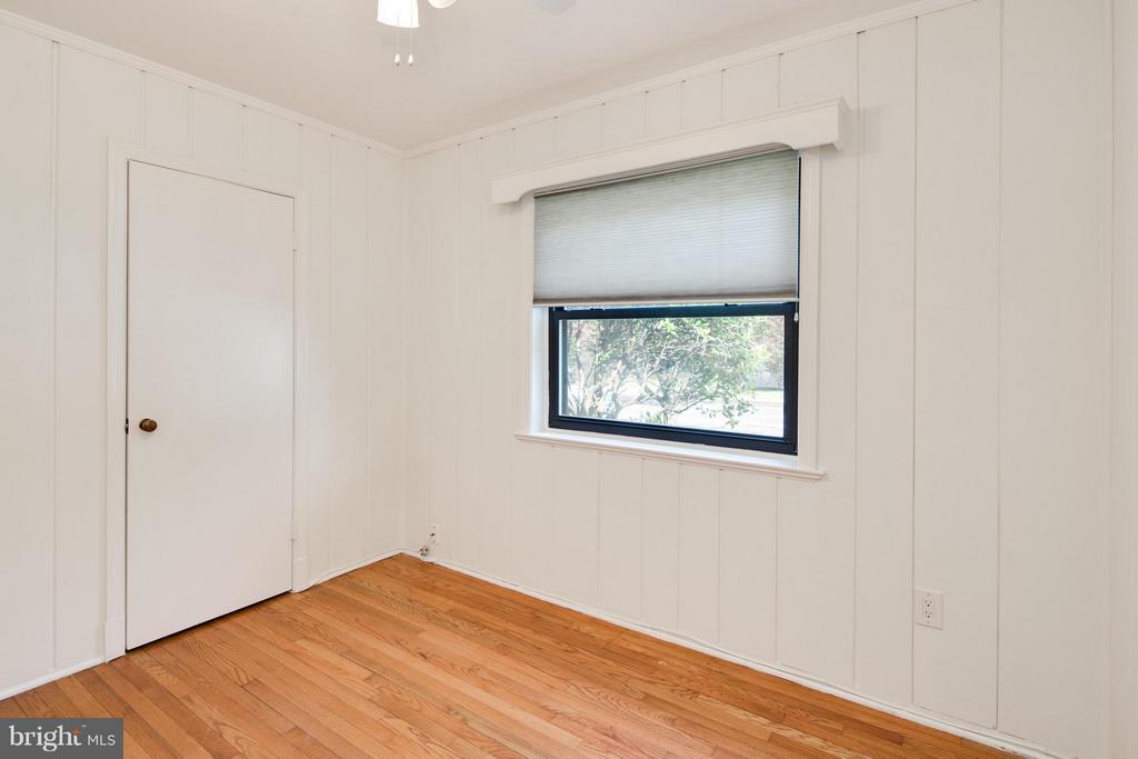 Bedroom w/ Wood Flooring and Closet System - 6818 WILLIAMSBURG BLVD, ARLINGTON