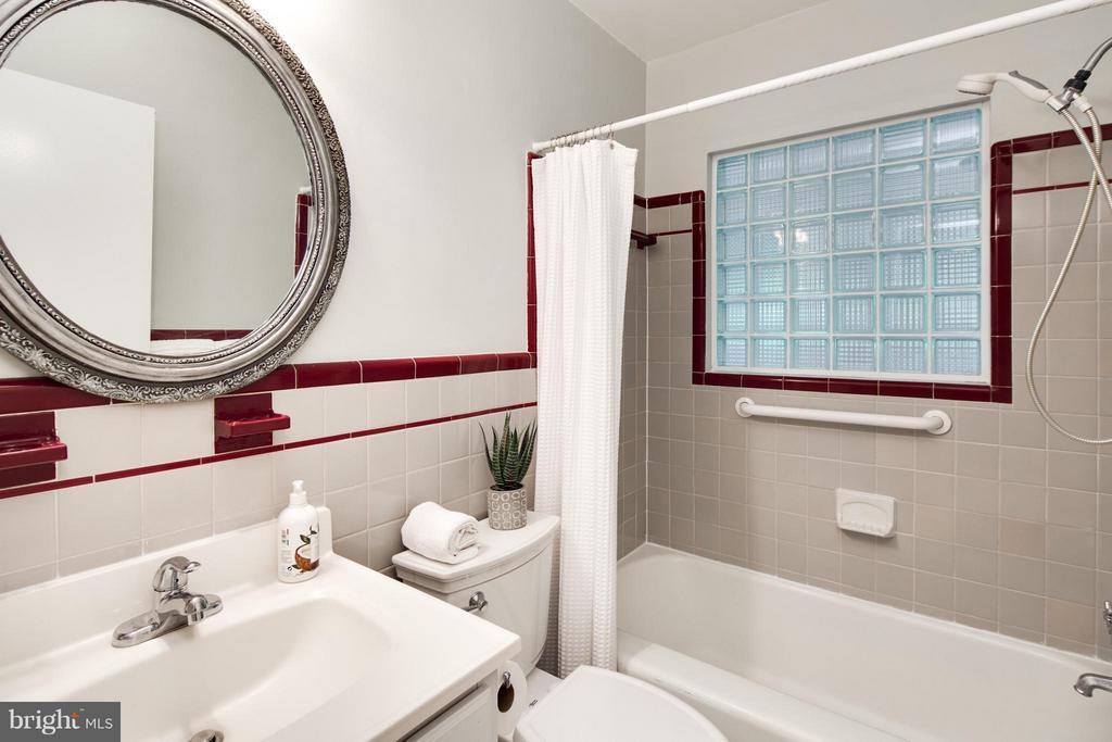 Updated Bathroom - 6818 WILLIAMSBURG BLVD, ARLINGTON