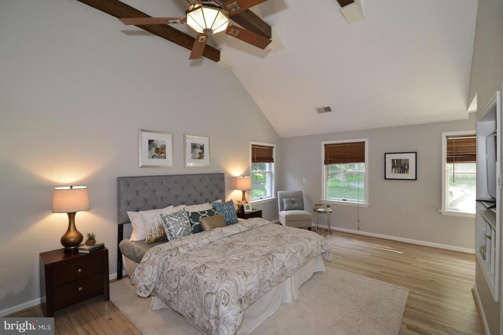 Master Bedroom has newly refinished floors. - 287 BARKER LN, BLUEMONT