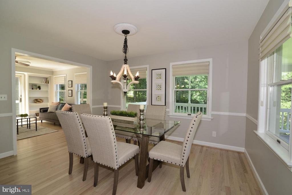 Sunny dining room. - 287 BARKER LN, BLUEMONT