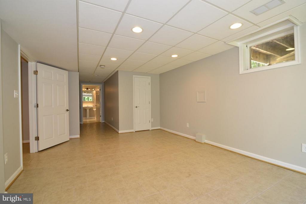 Basement bedroom with walkout. - 287 BARKER LN, BLUEMONT