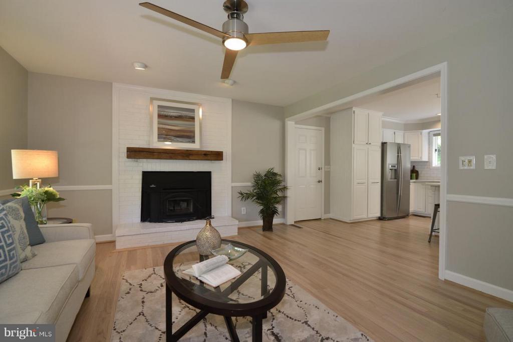 Inviting Family Room. - 287 BARKER LN, BLUEMONT