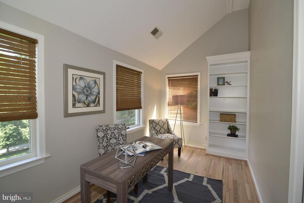 Sitting room in Master Bedroom. - 287 BARKER LN, BLUEMONT