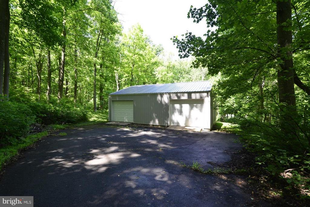 Workshop with 200amp panel w/ new roof and siding. - 287 BARKER LN, BLUEMONT