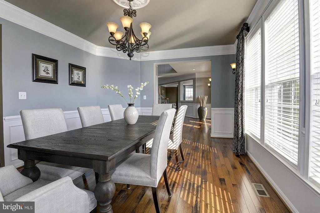 Large formal dining room for family gatherings - 16545 LEVADE DR, LEESBURG
