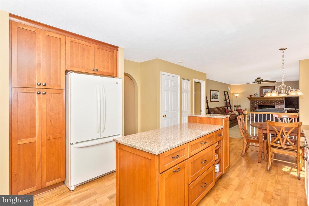 Kitchen - 6126 SAMUEL RD, NEW MARKET