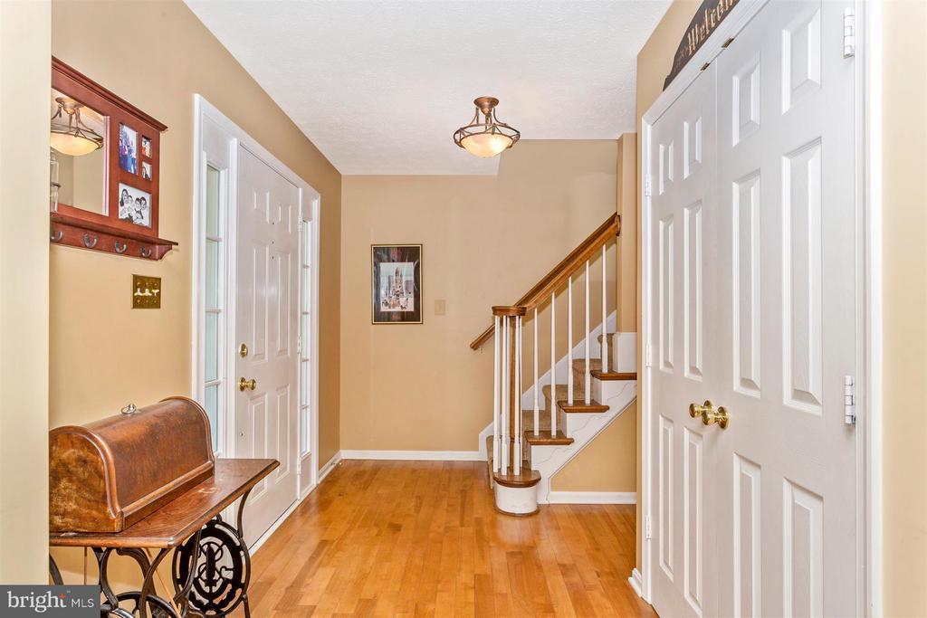 Foyer - 6126 SAMUEL RD, NEW MARKET